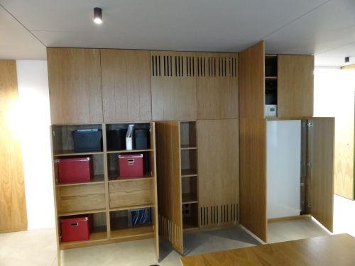 Обзавеждане за офис шпервани плочи с  естествен дъбов  фурнир