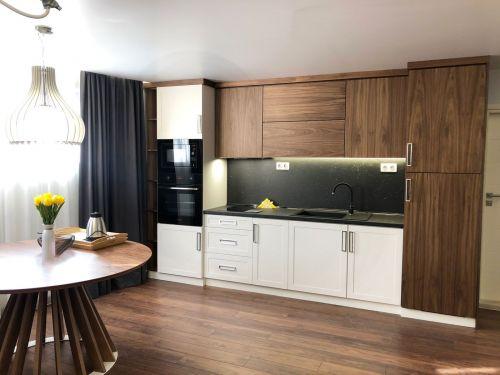 Кухня долен ред бук, горени шкафове МДФ орех естествен цвят