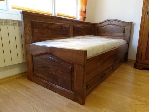 Легло с висока странична табла с чекмеджета орех