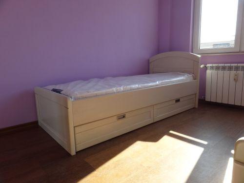 Легло с чекмеджета бук