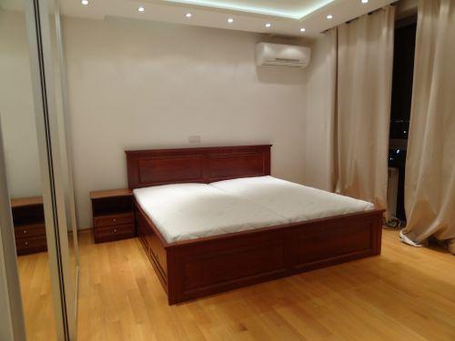 "Спалня масив бук модел ""Класик с права табла и чекмеджета"""