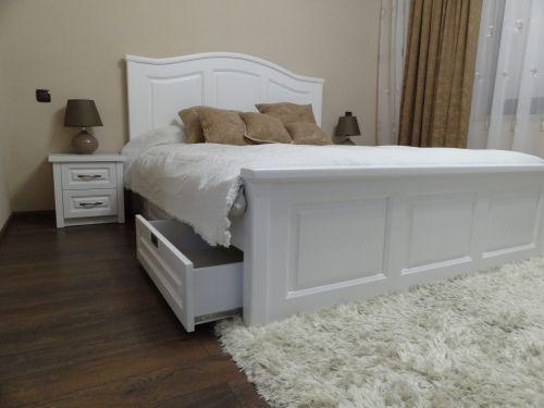 "Спалня масив бук модел ""Класик с кобилица и чекмеджета"""