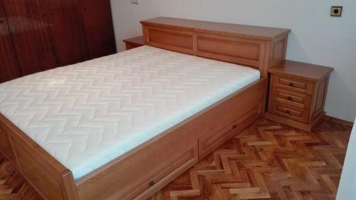"Спалня масив бук модел ""Класик с права табла с ракла и чекмеджета"""